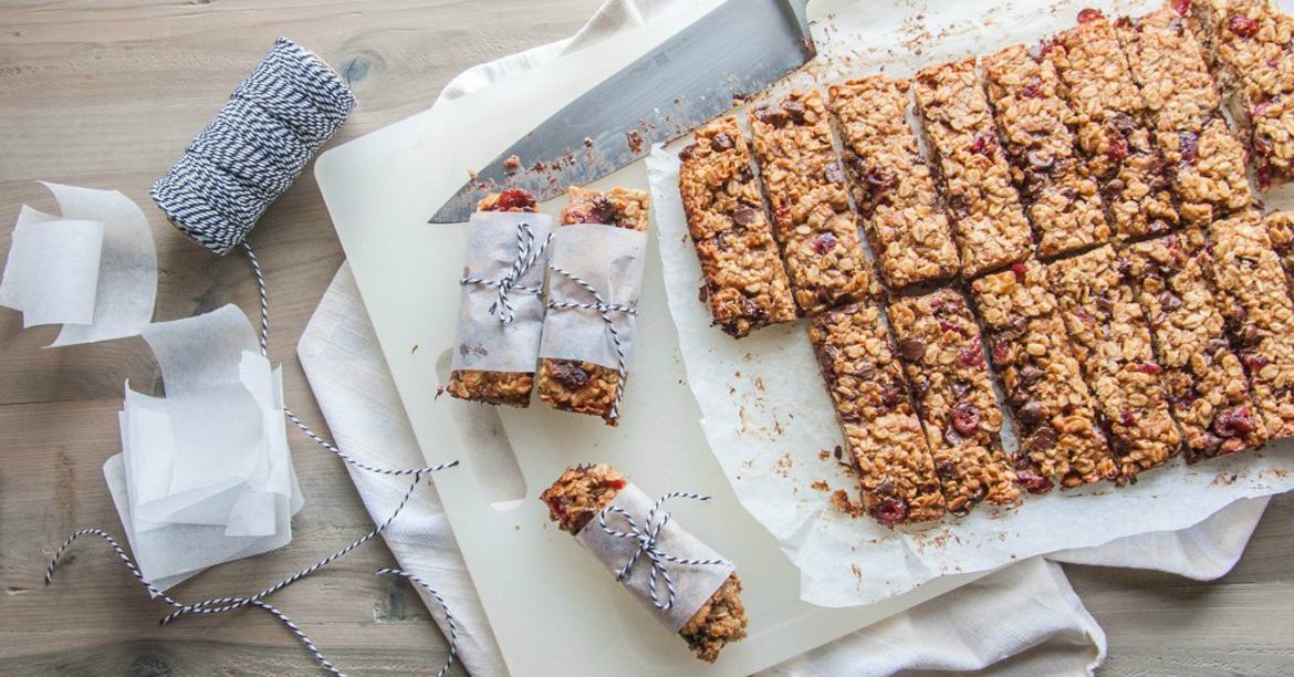 macadamia - Chewy sugar-free banana, chocolate and macadamia nut bars